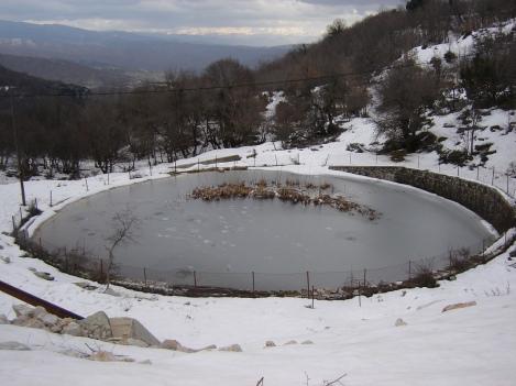 Παγωμενη λιμνη